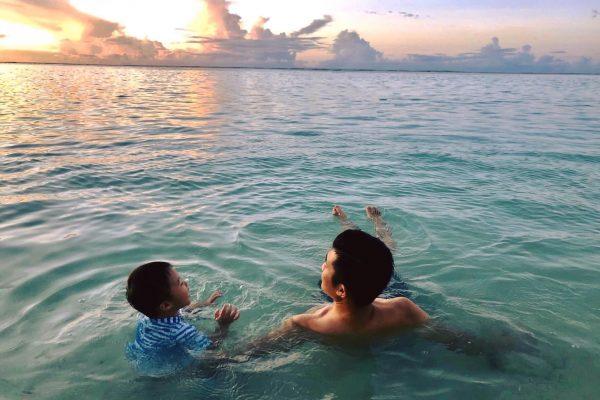 《爸爸跟兒子做的100件事情》2/100 一起看著夕陽聊543