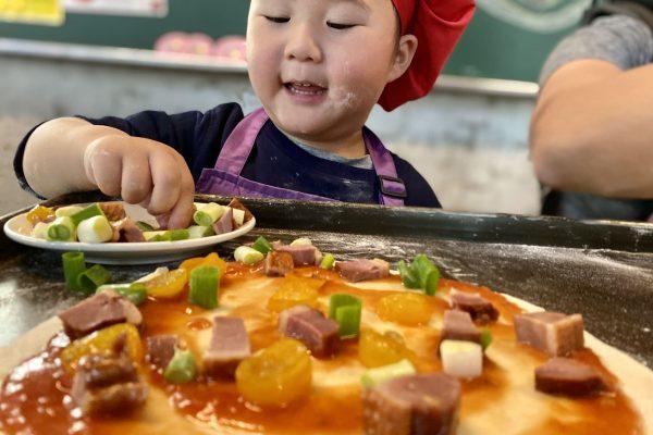 全台最特別親子窯烤Pizza!櫻桃鴨口味披薩搭配望龍埤絕美景色,有小孩也要懂吃懂玩懂生活。